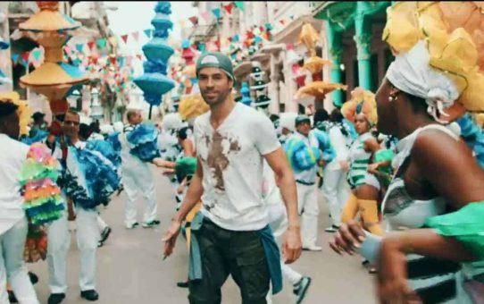 Enrique Iglesias - SUBEME LA RADIO (Dance Video) ft. Descemer Bueno, Zion & Lennox