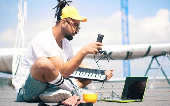 YOUNG BB YOUNG - LAPTOP